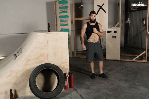 Hot bearded stud Jeff Powers gets naked at the skate park