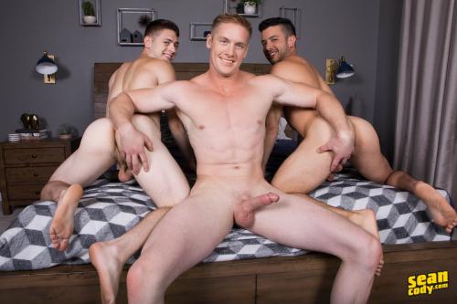 Hot muscle threesome bareback ass fucking