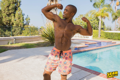 Ripped big black muscle dude struts his stuff outdoors