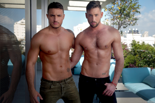 Bare chested muscle hunks Klein Kerr and Massimo Piano