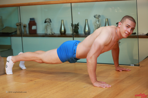 Athletic young body builder Martin Ivanov strips nude doing press ups