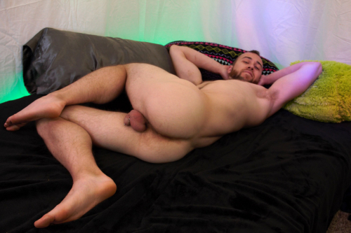 Hairy hunk John Powers low hanging balls